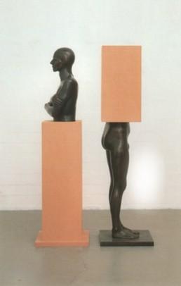 Ulrichs, Timm 'Im Sockel: vom Sockel' 1981/1990 2 teilig je 185x50x50cm Bronze und MDF Besitz des Künstlers Copyright VG Bild-Kunst, Bonn 2000