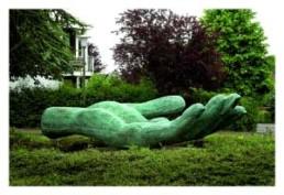 AVERBUCH, ILAN >Sky is my Mirror< 1998 Bronze 60 x 400 x 198cm Courtesy Lutz Teutloff Kultur + Medienprojekte, Bielefeld