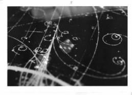 MICHALS, DUANE >Einstein was wrong. God does play dice with the Universe.< 1998 6 Silber-Gelantine Fotografien mit handgeschriebenem Text, 5-teilig, Edition 1/25, je 12,7 x 17,7cm Courtesy Galerie Clara Maria Sels, Düsseldorf