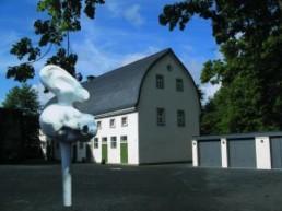 Wotte, Wieland *1967 >Offenes Ohr< 2000 Polyester ca. 230 x 180 x 120 cm Courtesy >Studio Offenes Ohr< / Karsten Brettschneider, Dresden