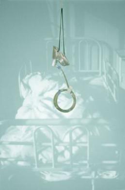 Inoue, Hiroko »A Memory of Breath «, 2007 Fotographie mit Objekt 156 x 103 cm Besitz der Künstlerin