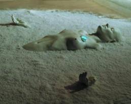 Lergo, Angela *1965 »Smelling « Epoxydharz, Meersalz, Gewürze 100 x 13 x 80 cm Besitz der Künstlerin