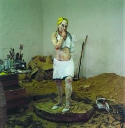 Rothmund, Gesine *1963 »Warten lohnt sich.«, 2007 Holz 170 cm, (Sockel ø 110 cm) Besitz der Künstlerin