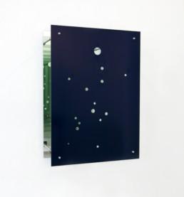 """Ursula Neugebauer """"Sagittarius A"""", 2012 Spiegel, Stahl, 120 x 84 x 37 cm Besitz der Künstlerin"""