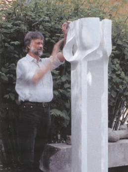 Otto Almstadt 'Letzter Schliff an der Säule C' Gips für Bronze für die Stadtsparkasse Hildesheim 2001